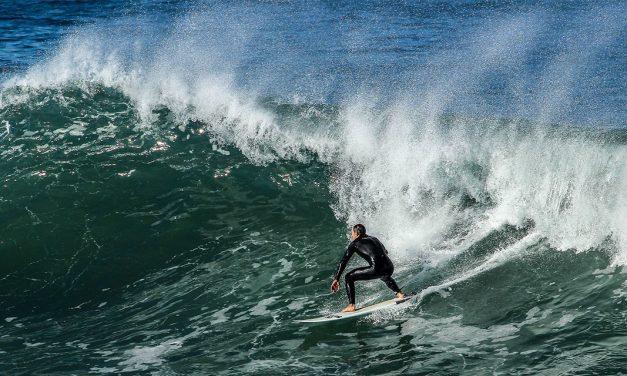 Mejores playas de España para sacar tu tabla de surf