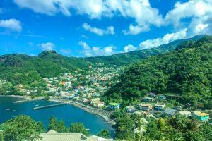 bahia de san vicente llena de arboles y playas preciosas situada en el caribe y que aparece en la pelicula Piratas del Caribe