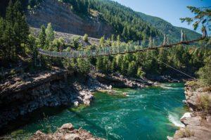 Cascadas y puentes Kootenai Falls situadas en Montana en Estados Unidos que aparecen en la pelicula el renacido